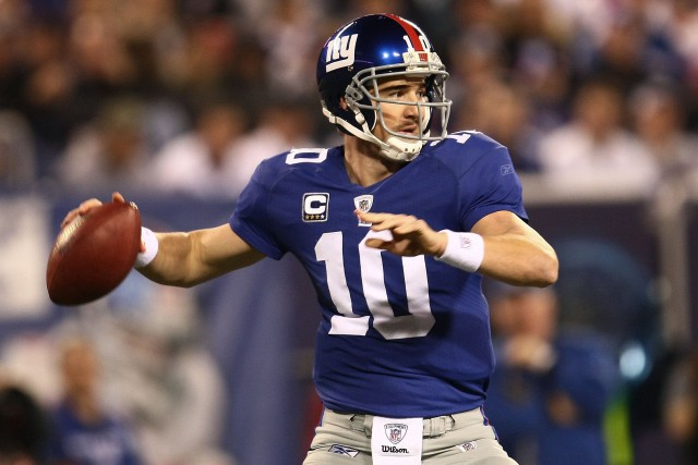 EAST RUTHERFORD, NJ - NOVEMBER 08:  Eli Manning #10 of the New York Giants looks to pass  against the San Diego Chargers on November 8, 2009 at Giants Stadium in East Rutherford, New Jersey.  (Photo by Chris McGrath/Getty Images)