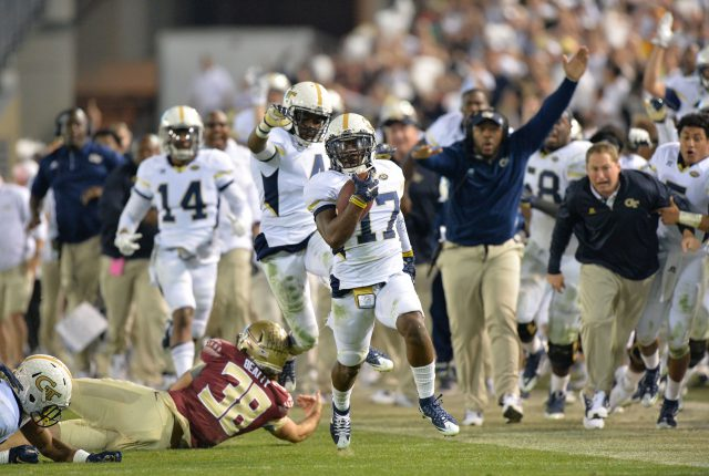 October 24, 2015 Atlanta - Georgia Tech Yellow Jackets defensive back Lance Austin (17) runs for a touchdown after Florida State Seminoles place kicker Roberto Aguayo's field goal was blocked at the end of the fourth quarter at Bobby Dodd Stadium on Saturday, October 24, 2015. Georgia Tech Yellow Jackets won 22 - 16 against the Florida State Seminoles. HYOSUB SHIN / HSHIN@AJC.COM