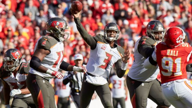 nfl-tampa-bay-buccaneers-at-kansas-city-chiefs-vresize-1200-675-high-25